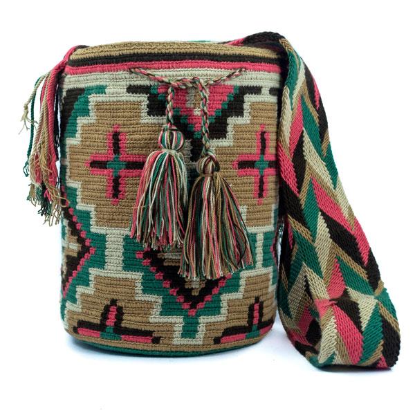 Mochila Wayúu Original Colombiana: Encuentra las mejores Mochilas artesanales elaboradas por indígenas Wayúu de la península de la Guajira Colombiana.