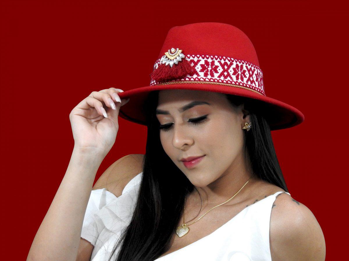 chica sombrero1